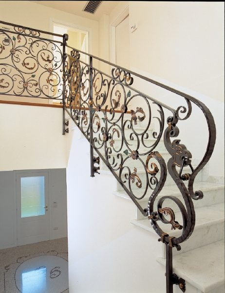Кованые перила для лестницы с боковым креплением Артикул № 180