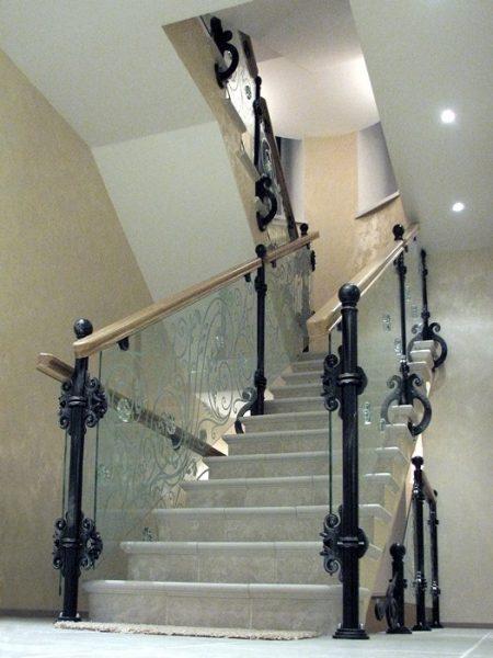 Кованые перила со стеклом для лестницы  Артикул № 169