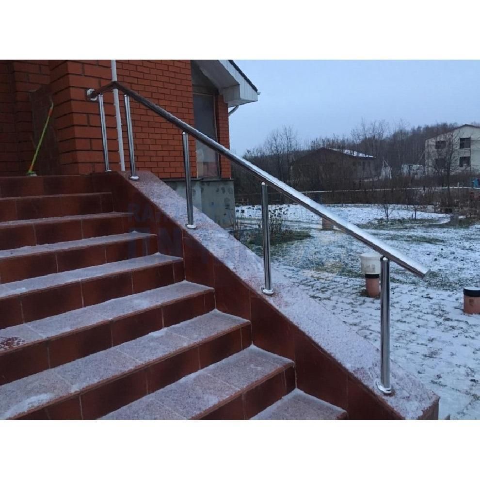 Перила из нержавеющей стали (нержавейки) на стойках через 2 ступени фото
