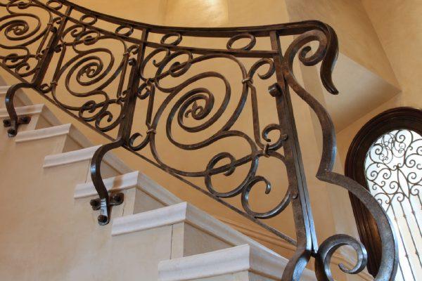Кованые радиусные перила для лестницы с боковым креплением  Артикул № 173