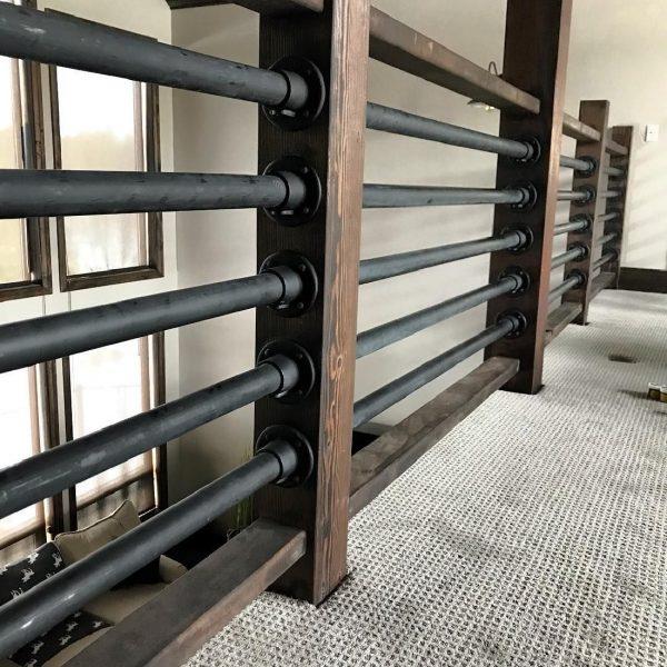 Оригинальные перила из стальной трубы на деревянным столбах Артикул № 184