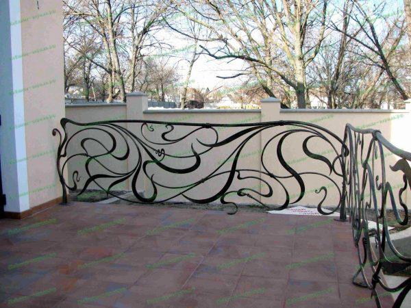 Кованые перила на террасе в стиле модерн